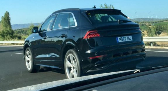 Audi Q8 fotografisan bez kamuflaže