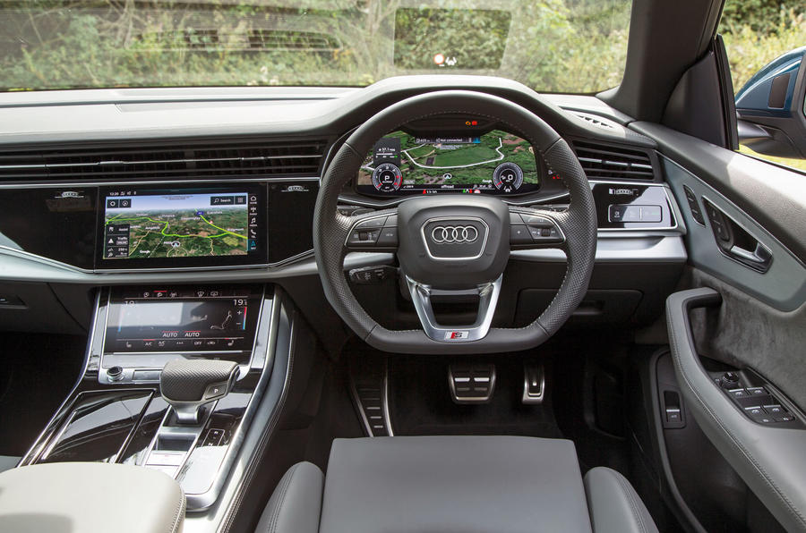 13-audi-q8-2018-rt-dashboard